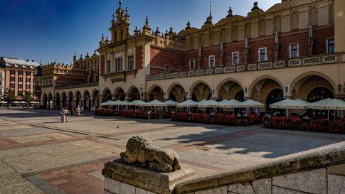 Visit Krakow and see sukiennice
